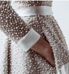 Loving Haute Couture - pearls details ✨🌟 by Couture Details, Fashion Details, Fashion Design, Fashion Mode, High Fashion, Womens Fashion, 90s Fashion, Fashion News, Couture Mode