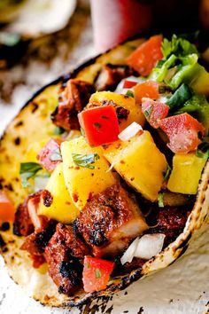 up close of Tacos Al Pastor with chopped al pastor, pineapple, pico de gallo and guacamole Chicken Tender Recipes, Pork Recipes, Mexican Food Recipes, Mexican Dishes, Dinner Recipes, Healthy Recipes, Pork Fajitas, Steak Tacos, Tacos Al Pastor Recipe