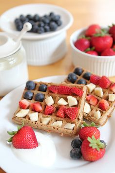 Easy 4th of July breakfast the kids can make themselves - see post for yogurt sauce recipe