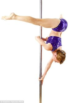 Greta 61 began to pole dance a couple of years ago! At the age of doctors diagnosed her with osteoporosis and recommended to engage in sports, as a result the grandmother chose something! Pole Dance Moves, Pole Dancing Fitness, Hip Hop Dance, Pole Fitness, Fitness Fun, Aikido, Grand Prix, Old Bodybuilder, Workout Memes