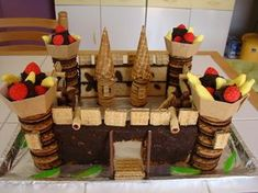 Recette Gâteau d anniversaire château fort Cigarette Russe, 7th Birthday Cakes, Party Food Themes, Château Fort, Little Boy And Girl, Creative Cakes, Cake Recipes, Treats, Cooking