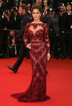 Cheryl Cole in a long- sleeve lacy dress from #Zuhair_Murad .  SHE STANDS OUT : O
