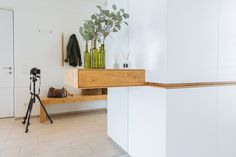 Vorzimmer in Wildeiche & Weiss matt Interior, Design, Home Decor, Panel Room Divider, Oak Tree, Homes, House, Decoration Home, Indoor