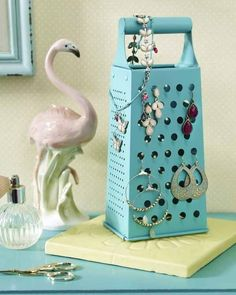 Make jewelry stand yourself - DIY ideas for jewelry storage kitchen rasp . - Make your own jewelry stand – DIY ideas for jewelry storage Rasp converted to a make-up stand. Diy Jewelry Holder, Jewelry Stand, Diy Necklace Holder, Earring Holders, Diy Storage, Jewelry Organization, Storage Ideas, Closet Storage, Storage Units