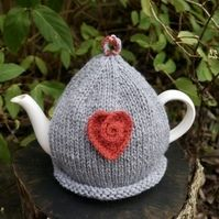 A modern mid grey tea cosy with a pretty crochet red heart, perfect for a modern kitchen or dining room. I have hand knitted this grey tea cosy using two strands of wool mix yarn which will keep your teapot nice and warm. There is a crochet red heart . Loom Knitting, Hand Knitting, Tea Cosy Pattern, Perfect Cup Of Tea, Tea Cosies, Grey Tea, Tea Cozy, Red Roses, Sewing Crafts