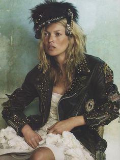 Kate Moss, photo by Mario Testino, Vogue UK Vogue Uk, Vogue Japan, Fashion Foto, Moss Fashion, Ella Moss, Looks Street Style, Looks Style, Estilo Kate Moss, Estilo Punk Rock
