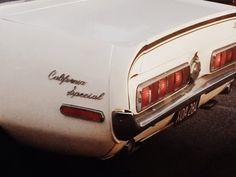ideas for photography vintage car autos Retro Cars, Vintage Cars, Retro Vintage, Vintage Style, Mercedes Classic Cars, Veronica Lake, Retro Aesthetic, Cream Aesthetic, Aesthetic Anime