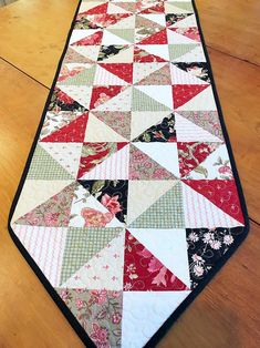 Easy Quilt Patterns PDF Christmas Table Runner Pattern Christmas Quilt Patterns for Beginners Pinwheel Quilt Pattern, Christmas Quilt Patterns, Patchwork Quilt Patterns, Quilting Fabric, Charm Pack Quilt Patterns, Charm Pack Quilts, Beginner Quilt Patterns, Table Topper Patterns, Quilted Table Toppers