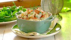 Warm Bacon, Blue Cheese and Spring Onion Potato Salad Blue Cheese Potato Salad, Great Recipes, Dinner Recipes, Cheesy Rice, Salad Recipes, Onion, Salads, Good Food, Potatoes