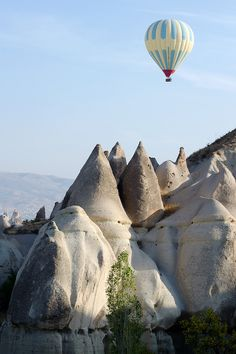 vurtual:  Valley of Love (by C-Dals)A hot air balloon floats above the valley on a beautiful fall morning.