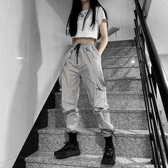 Korean Fashion Styles, Korean Outfit Street Styles, Korean Girl Fashion, Korean Street Fashion, Ulzzang Fashion, Skater Girl Fashion, Korean Outfits School, Kpop Fashion Outfits, Tomboy Fashion