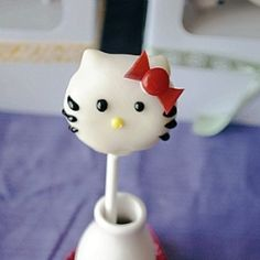 The cutest darn treats to celebrate a birthday: Hello Kitty Cake Pops!