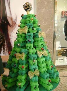 Árvore de Natal com caixas de ovos                                                                                                                                                                                 Mais                                                                                                                                                                                 Mais