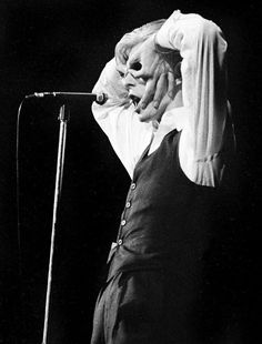 David Bowie, the return of the Thin White Duke, doing that upside down hand goggles thing, by Ron Pownall Mayor Tom, David Bowie Quotes, Bowie Starman, Station To Station, Lovers Eyes, The Thin White Duke, Cinema, Ziggy Stardust, Music Is Life