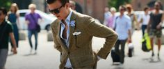 As the heat and humidity rise, dressing well becomes more challenging for even the most sartorially savvy. Looking smart whilst keeping cool is no easy feat, so we've come up with three top tips to help you look good, from your air-conditioned office to an alfresco meeting in the hot and hectic city.