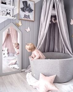 Baby nursery decor - Ideas para decorar la habitación del bebé - A cute little girl's playroom www.istome.co.uk