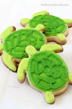How to decorate turtle cookies with royal icing using the brush embroidery technique, a fun summer cookie idea, beach party or BBQ party food idea.