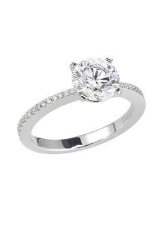 Bague de fiançailles Chopard. Ornée d'une pierre ronde d'au-moins 1,58 carats sur un ravissant anneau pavé de diamants. Disponible à partir de 1,00 carat. Engagement ring, Chopard, diamonds
