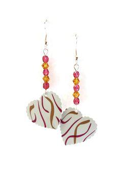 Boucles d'Oreilles Perles Tchèques - Coeurs Nespresso Blancs Rubans Roses Fuchsias - Verre : Boucles d'oreille par cap-and-pap