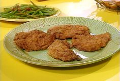 Chicken Fried Steaks and Creamed Pan Gravy with Biscuits Recipe : Rachael Ray : Food Network - FoodNetwork.com