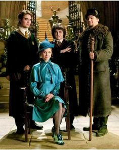 """The fact that in the original Harry Potter movies wizards wear """"stereotypical"""" wizard fashion (robes, hats, etc.), but in Fantastic Beasts they wear. Images Harry Potter, Harry Potter Cast, Harry Potter Characters, Harry Potter Fandom, Harry Potter World, Voldemort, Cosplay Harry Potter, Ron Et Hermione, Ron Weasley"""