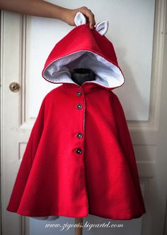 I can see using this cape idea as a little red riding hood costume. Little Fashionista, Little Girl Dresses, Girls Dresses, Cute Costumes, Halloween Disfraces, Kid Styles, Red Riding Hood, Sewing For Kids, My Baby Girl