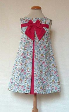 Contrasting inset pleats with piping and a single bow Little Dresses, Little Girl Dresses, Cute Dresses, Girls Dresses, Frocks For Girls, Kids Frocks, Toddler Dress, Baby Dress, Girl Dress Patterns