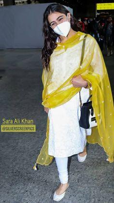 Sara Ali Khan Photographs 🌹 आओ कुछ देर जिक्र करे उन दिनो का......जब हम तुम्हारे और तुम हमारे थे.....!!! PHOTO GALLERY  | PBS.TWIMG.COM  #EDUCRATSWEB 2020-05-13 pbs.twimg.com https://pbs.twimg.com/media/EX6oQUiWAAAIeWR?format=jpg&name=small