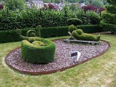 This is FABULOUS!!! I want a very talented person to cut Jace & I into bushes in the yard!