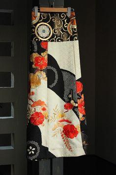 帯と振袖の融合リメイク。○素材・・・表地/正絹、裏地/キュプラ○サイズ ・スカート丈/約100.0cm ・ウエスト/フリー(紐で調整可) ・ヒップ/フリー (着用画像をご参照ください/モデル身…