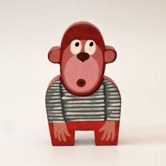 Opička+18+Krásná+dřevěná+opička+se+skládá+ze+dvou+částí+-+hlavy+a+těla.+Opička+je+vyřezaná+z+lipového+dřeva,+ručně+malovaná+akrylovými+barvami+a+voskem,+je+zdravotně+nezávadná.+Velikostje12,5+x+7,5+cm.