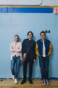 Lili Reinhart, Cole Sprouse and KJ Apa pose as Betty Cooper, Jughead Jones and Archie Andrews for a promotional photoshoot for Riverdale Kj Apa Riverdale, Riverdale Funny, Riverdale Memes, Riverdale Netflix, Riverdale Aesthetic, Cast Of Riverdale, Riverdale Polly, Riverdale Poster, Riverdale Betty