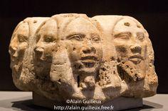 Fragment d'une base d'une statue royale représentant les têtes des ennemis de l'Égypte. IIe à IIIe dynastie. Staatliches Museum Ägyptischer Kunst. Source : http://alain.guilleux.free.fr/alain-guilleux-promenade-egypte.php