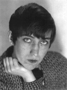 Berenice ABBOTT  Autoportrait 1937  Berenice ABBOTT (1898 - 1991) Femme Photographe parmi les plus importante du XXe siècle. installée à Paris au début des années 20 elle est en contact avec les surréalistes et réalise des protraits anti conventionnels. Elle a aussi conservé, exposé et défendu l'oeuvre d'Eugène Atget.  ©Commerce Graphics Ltd, Inc.