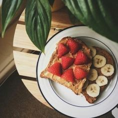 Uploaded by Find images and videos about food, yummy and breakfast on We Heart It - the app to get lost in what you love. Healthy Snacks, Healthy Recipes, Fruit Snacks, Food Porn, Brunch, Tasty, Yummy Food, Food Goals, Aesthetic Food