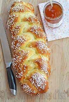 TRESSE À LA FLEUR D'ORANGER If you are going into baking, there is a little book that everyone should have: Small cooking workshops: Boulan … Cooking Bread, Cooking Chef, Cooking Recipes, Croissants, Brioche Bread, Masterchef, Bread Machine Recipes, Bread Recipes, Bread And Pastries