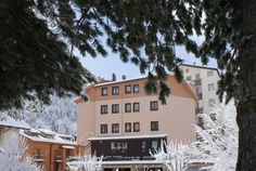 I Narcisi Roccaraso Set in a building from the 1970s in the centre of Roccaraso, I Narcisi features a free ski deposit and contemporary-style apartments with a flat-screen satellite TV. Roccaraso Train Station is a 10-minute walk away. WiFi is free throughout.