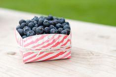 O tutorial desta semana é lindo e inspirador!!Vamos aprender a fazer esta linda cestinha com pratinho de papel.Imagens Design Mom.Lindas ideias e muita inspiração.Bjs, Fab&iacu...