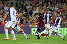Neymar rodeado de jugadores del Valladolid