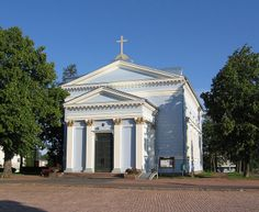Johannes Church (Johanneksenkirkko) in Hamina, Finland - It is designed by CL Engel, in 1843 completed neoclassical Lutheran church. Lutheran, Old Buildings, Neoclassical, Helsinki, Gazebo, Outdoor Structures, Architecture, Travelling, Design