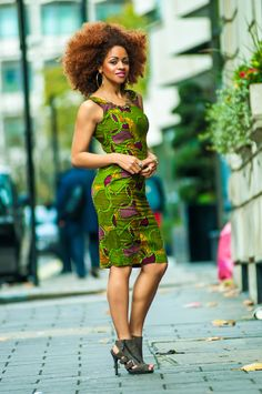 love this natural curly afro. Outfit not bad either ; African Inspired Fashion, African Print Fashion, Africa Fashion, Fashion Prints, African Prints, African Fabric, African Attire, African Wear, African Dress