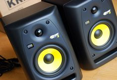 How To Choose Studio Monitor Speakers For DJ Mixing