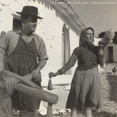 Fuso de Monchique | Monchique spindle – Retrosaria. Portugal Portugal, Drop Spindle, Plant Fibres, Vintage Textiles, Great Memories, Hand Spinning, Ancient Art, Hemp, Weaving