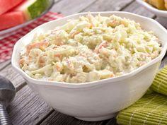 Der Farmersalat oder Waldorfsalat schmeckt saftig, frisch und dennoch herzhaft. Finden Sie hier unser Rezept für diesen deftigen Klassiker mit Apfel und Weißkohl.