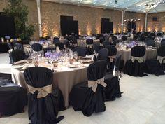 Así presentamos esta boda en un interior.