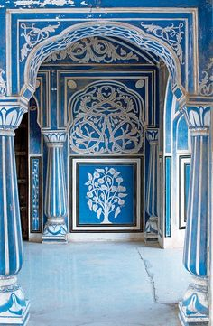 size: Photographic Print: Stylized Foral Motif, Chalk Blue and White Painted Mahal, the City Palace, Jaipur, India by John Henry Claude Wilson : Subjects