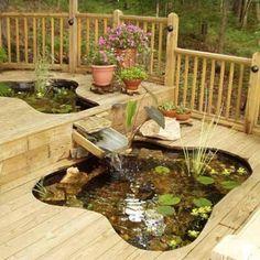 Un bassin sur le terrasse en bois en déco extérieure