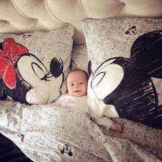 omg so cute!! ( but big pillows around a baby? isn't that hazardous?)