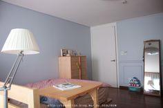 고급스럽고 차분한 블루톤이 아늑한 침실에서 새로운 꿈을 꾸게 해드립니다. The Classy Premium Paint (SH S 1510-R90B) by 설연