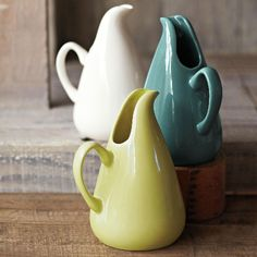 The American Modern Line was designed by Russel Wright in the and has recently seen a resurgence in popularity. I love the graceful lines of this classic 90 oz ceramic pitcher in seafoam green. I've seen these at Just Modern in Palm Springs. Ceramic Pottery, Pottery Art, Ceramic Art, Porcelain Ceramics, Pottery Teapots, Ceramic Design, Bauer Pottery, Russel Wright, Ceramic Pitcher